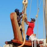 002   Capt. Saleh al Jabri and Khamis al Hamdani prepare the rigging