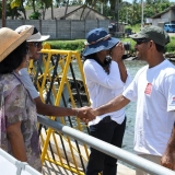 063   Captain Saleh greets some of the four thousand visitors to the Jewel in Galle