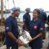 101   Capt Saleh exchanging gifts with Navy Commodore's daughter Kavindya