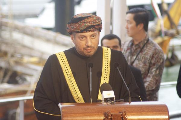IMG_2492 H.H. Sayyid Harib Bin Thuwainy Al-Said thanks his hosts_0.preview