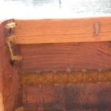 013   تم تشبيك الألواح الخشبية مع بعضها، ثم تم غلق الفتحات