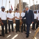 034   Singapore's former Prime Minister Goh Chok Tong meets the crew