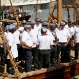 013   القبطان صالح الجابري يتحدث إلى الطاقم