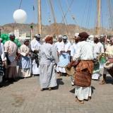 019   راقصون عمانيون تقليديون يحتفلون بمغادرة الجوهرة