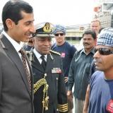 002   السفير العماني لدى الهند، والملحق العسكري العماني يتمنيان للقبطان صالح حظا سعيدا