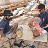 012   أياز الزدجالي ويحيى الفراجي يعملان في إعداد إحدى البكرات