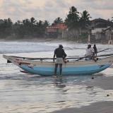 094   Davata fishermen bring in their boat