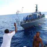 041   First Mate Khamis Al Hamdani expertly throws a line to the Sri Lankan sailors