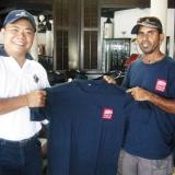 052   Capt Saleh makes a presentation of thanks to Capt. Martin Lim Commodore of International Mariners' Convoy (IMC)