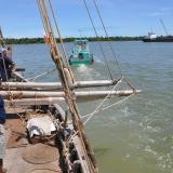 004   الجوهرة تشق طريقها وسط السفن في ميناء كلانج