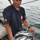 026   Sajid Valappil with fresh fish given to Jewel by the crew of PX-23