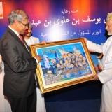 160   H.E Zainul Rasheed exchanges gifts with H.E.Yusuf Bin Alawi