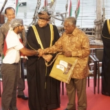 080   Jewel of Muscat is formally handed over as a gift to the people of Singapore from Oman