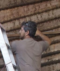 Luca Belfioretti preparing to apply chunam to the hull